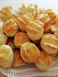 A legfinomabb és legpuhább sajtos pogácsa, nagyon egyszerűen elkészítheted - Ketkes.com Salty Snacks, Pretzel Bites, Cake Recipes, Recipies, Muffin, Food Porn, Paleo, Food And Drink, Favorite Recipes