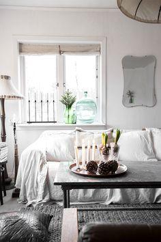 Vintage House: LIVING ROOM