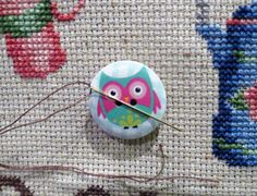Never lose a needle again! This beautiful teal owl needle minder is made with wooden buttons and strong magnets! The back magnet has a Needle Minders, Magnets, Owl, Strong, Buttons, Projects, Beautiful, Log Projects, Owls