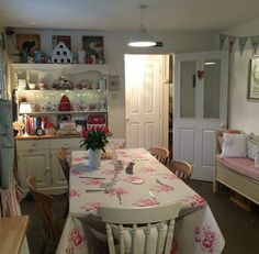 Shabby and Charme - Kate's English cottage Shabby Chic Decor, Country House Interior, House Design, Romantic Cottage, Shabby, Cottage Decor, Chic Decor, Country Cottage Decor, House Interior