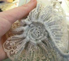 Missie Krissie: Tutorial: how to make vintage lace flowers...