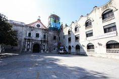 The San Agustin Church is the oldest stone church (built in 1589) in the Philippines