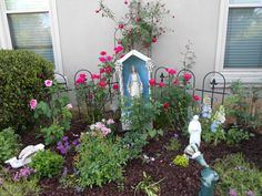 Mary Garden with St. The Mary statue reminds me of Grandma - have to get one so the Littles know her too. Marian Garden, Sacred Garden, Prayer Garden, Home Altar, Garden Inspiration, Garden Ideas, Blessed Mother, Religious Art, Plant Decor