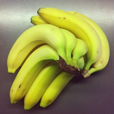 now we're talking! this is how a banana should look like! green and yummi!