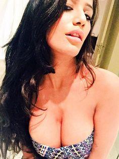 නාන කාමරයේදී තමන්ගේම ඡායාරූප අරන් බලන හැටි ගැන පූනම් පාන්ඩේ ලොවට කියයි - Poonam Pandey Selfie And Interview - Hiru Gossip, Gossip Lanka News | Hirugossip | Hiru Gossip | Hiru Fm Gossip | Hiru Gossip Official Web Site | Gossip Lanka - A Rayynor Silva Holdings Company