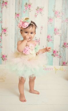 Pink, Mint & Gold are this years most popular color combination, perfect for the little lady having a royal birtbday party.   ➸----------- This