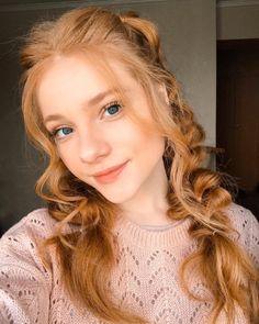 saved by shibaac Pretty Redhead, Redhead Girl, Redhead Hairstyles, Red Hair Woman, Strawberry Blonde Hair, Girls With Red Hair, Ginger Girls, Jolie Photo, Grunge Hair