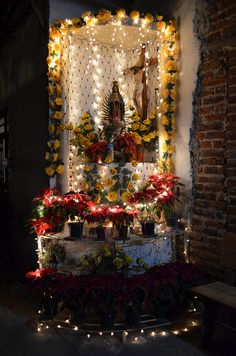 Altar to the Virgin of Guadalupe, Mexico Catholic Altar, Catholic Churches, Catholic Prayers, Immaculée Conception, Altar Decorations, Communion Decorations, Home Altar, Blessed Mother Mary, Chapelle