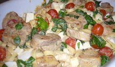 Pasta med fläskfilé, mozzarella, tomat och basilika - Snabbt, lättlagat och en riktigt god middag med influenser från Italien.