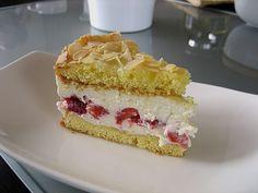 Kuchen & Torten Rezepte: Schneemousse Erdbeertorte