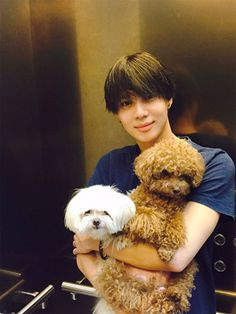 150718 official board update안녕하세요 태민입니다 ~저는 즐겁게 생일을 보내고 있고요!많은 분들이 축하해주셔서또 너무나도 뜻 깊은 생일이 되었습니다. 감사 드려요!이브랑 아담이 많이 컸죠?벌써 이브가 여덟 살이고 아담이는 일곱 살인데둘 다 동안이죠?ㅋㅋHello, it's Taemin ~I'm celebrating my birthday pleasantly!Because so many people congratulated me,it was yet another meaningful birthday. Thank you!Eve and Adam have gotten big, haven't they?Eve is already eight years old, and Adam is seven years old,but both of them have baby faces, don't they?keke