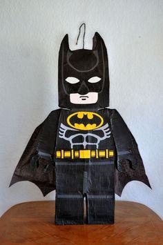 Piñata Batman Lego Batman Pinata, Lego Pinata, Lego Batman Birthday, Lego Batman Party, Lego Birthday Party, Lego Batman Movie, 6th Birthday Parties, Superhero Party, Lego Movie Party