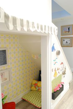 This is truly adorable - can you just imagine the dreams! Under the stairs play/book nook #kids