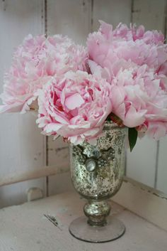 Peonies are beautiful. According to Feng Shui, attracts love especially for those women that are single.