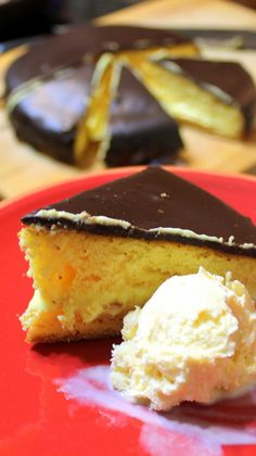 EASY Boston Cream Pie - 52 Cakes and Pies at Home and Church PotLuck Desserts.  This SPECTACULAR Cake is sooo easy and the payoff in presentation and taste makes this a winner in every way.  two layers of moist cake with a center layer of thick creamy vanilla pudding- All topped off with a layer of sweetened poured chocolate Ganache (VERY EASY and TIPS are included).  This looks bakery difficult but is really very very easy to DIY!