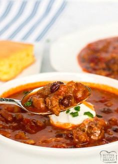 BOLD THREE-MEAT CROCKPOT CHILI No Meat Chili Recipe, Chili Recipes, Soup Recipes, Dinner Recipes, Slow Cooker Chili, Crock Pot Slow Cooker, Slower Cooker, Spicy Dishes, Tasty Dishes