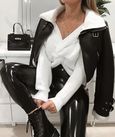 Monochrome 🖤 outfit: (direct links going in story soon) 👊🏼 Winter Fashion Outfits, Fall Winter Outfits, Autumn Winter Fashion, Fall Fashion, Mode Outfits, Trendy Outfits, Mode Zara, Vetement Fashion, Womens Fashion
