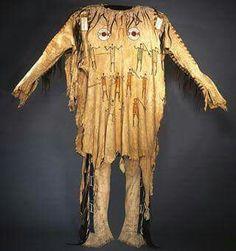 Native American Shirts, Native Wears, Samurai Armor, Bead Loom Bracelets, Loom Beading, Native Americans, Costume Design, Nativity, Mountain Shirts