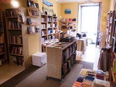 Na Rua D. Paio Mendes n.º3, em Braga, a 100m da Sé Catedral... uma livraria à sua espera!