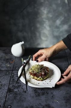 Recetas tartar casero Asian Recipes, Gourmet Recipes, Mediterranean Chicken, Lemon Herb, Ceviche, Chicken Salad, Catering, Seafood, Steak
