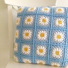 Creations By Tecendo Artes Crochet Home Decor, Crochet Art, Crochet Gifts, Crochet Motif, Crochet Designs, Crochet Flowers, Crochet Pillow Cases, Crochet Cushion Cover, Crochet Hearts