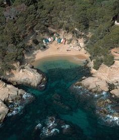 Una de las calas entre Plaja d'Aro y Palamós Travel Bugs, Us Travel, Nature Beach, Costa, Set Sail, Barcelona, Holiday Destinations, Dream Vacations, Places To See