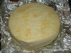Τυροζούλι (ένα «σπιτικό» κρητικό τυράκι) – Κρήτη: Γαστρονομικός Περίπλους How To Make Cheese, Food To Make, Making Cheese, Greek Recipes, Italian Recipes, Homemade Cheese, Fruit Drinks, Healthy Cooking, Family Meals