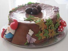 autumn (trea stump) cake with leprechaun