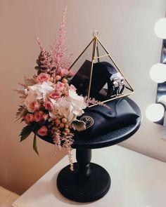 Indian Wedding Gifts, Creative Wedding Gifts, Wedding Gifts For Men, Malay Wedding, Wedding Crafts, Wedding Gift Baskets, Wedding Gift Boxes, Wedding Favours, Wedding Doorgift