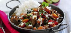 For a melt-in-the-mouth beef curry this recipe is hard to beat. This 'fakeaway' version of the Indian favourite is packed with Speed food veggies (super for speeding up your weight loss!) and is delicious with a big bowl of basmati rice. Slimming World Beef Curry, Slimming World Recipes, Slimming Wirld, Healthy Eating Recipes, Cooking Recipes, Rice Recipes, Recipies, Uk Recipes, Savoury Recipes