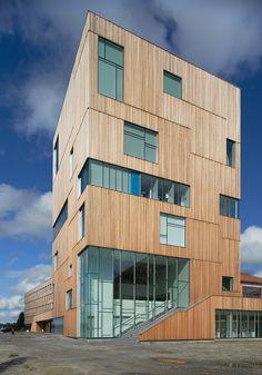 aknad ja curtain wall Gallery of Umeå Art Museum / Henning Larsen Architects - 7 Umea, Henning Larsen, A As Architecture, Contemporary Architecture, Facade Design, Exterior Design, Wooden Facade, Timber Buildings, Autocad