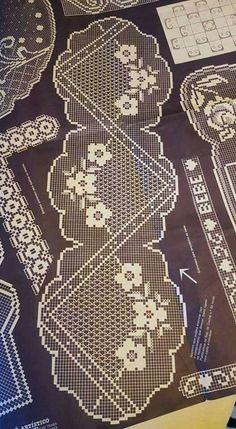 Filet crochet doily Quick Crochet, Unique Crochet, Crochet Art, Thread Crochet, Irish Crochet, Crochet Stitches, Crochet Table Runner, Crochet Tablecloth, Crochet Doilies