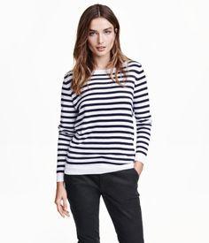 Feinstrick-Pullover aus weicher Baumwollmischung mit Leinenanteil. Modell mit langem Arm und etwas weiterem Ausschnitt.