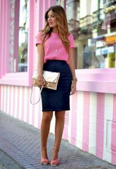 Gorgeous 37 Office Work Outfit Styles to Look Sleek and Stylish at Work https://clothme.net/2018/02/03/37-office-work-outfit-styles-look-sleek-stylish-work/