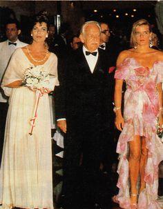 Princess Caroline Of Monaco, Red Cross, Grace Kelly, Her Style, Affair, Royalty, Royal Families, Formal Dresses, Divas