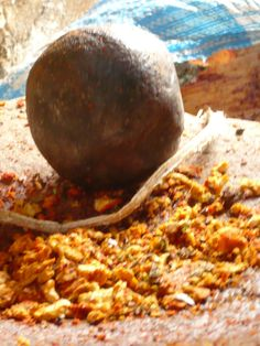 Voorbereiding van het verven van het wol - met natuurlijke grondstoffen dus! http://www.yabal-shop.com/productlist/2410/wollen-kussens.html