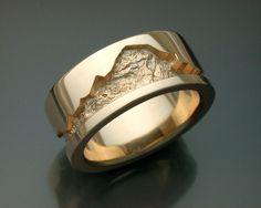 Dieser schwere, 14k gold Mannes Ehering ist 10,8 mm breit und verfügt über eine Fläche von gesandeten Rock-Textur, die die Band herum geht.