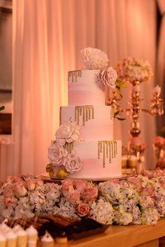 Watercolor & Gold Wedding Cake   #delicatessepostres #wedding #weddingcake #postres #sugarflowers #panama #love #bodaspanama #bodas #sugarart #cakeart  #blushpink #watercolor #dripgold Sugar Art, Sugar Flowers, Cake Art, Gold Wedding, Panama, Blush Pink, Wedding Cakes, Watercolor, Table Decorations