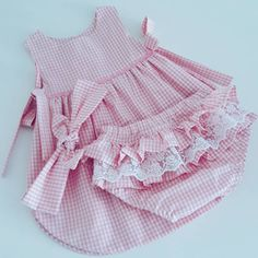 Cute Little Girl Dresses, Dresses Kids Girl, Kids Outfits Girls, Cute Girl Outfits, Toddler Girl Outfits, Smocked Baby Clothes, Baby Dress Clothes, Sewing Baby Clothes, Cute Baby Clothes