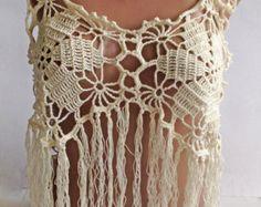 Gris blanc crochet haut / top franges Crochet / par ElenaVorobey