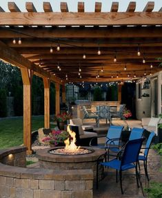 Boost the ambiance of your patios with the phenomenal charm of these patio pergola designs. These patio rehabilitation ideas will switch the boring display of … Cozy Backyard, Rustic Backyard, Modern Backyard, Backyard Patio Designs, Backyard Retreat, Pergola Designs, Backyard Landscaping, Patio Ideas, Patio Decorating Ideas