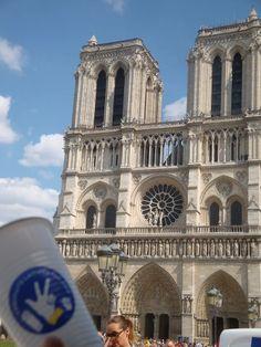 DAY 22: Petit verre de lait devant Notre Dame de Paris. Débat sur Quasimodo.