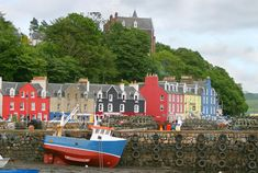 Tobermory, Isle of Mull - the colourful houses of this coastal town remind me so much of Mahone Bay! Edinburgh Scotland, Scotland Travel, Around The World In 80 Days, Around The Worlds, Places Ive Been, Places To Go, Meanwhile In Canada, Ontario Travel, Lets Run Away