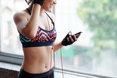 Young woman choosing music for sports training Fitness Tips, Health Fitness, Stay Active, Sports Training, Music Photo, Diet Pills, Weight Loss Goals, Health Tips, Lose Weight