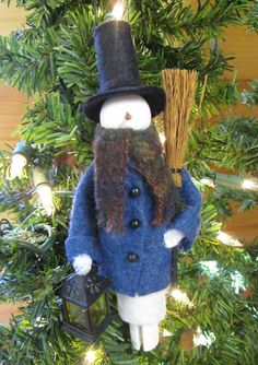 Dressed Warm Snowman Christmas Ornament by ModerationCorner (diy inspiration) Snowman Christmas Ornaments, Christmas Gift Decorations, Christmas Tree Themes, Felt Ornaments, Christmas Art, Christmas Minis, Christmas Stuff, Christmas Stockings, Craft Stick Crafts