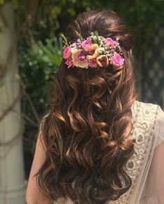 120 bridal hairstyles for your wedding and related ceremonies! Mehndi Hairstyles, Indian Wedding Hairstyles, Elegant Hairstyles, Bride Hairstyles, Celebrity Hairstyles, Hairdos, Bridal Hair Buns, Bridal Braids, Engagement Hairstyles