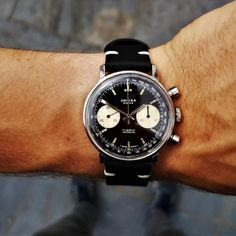 That is one happy wrist 😍😍😍 Breitling Watches, Timex Watches, Save The Pandas, Macro Pictures, Estilo Fashion, Watch Case, Digital Watch, Vintage Watches, Stainless Steel Case