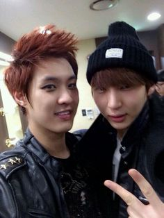 Seungho and Leo Dah!!!!!!!!!!!! They're so adorable! :D :D :D they both look like puppy dogs!!!!