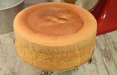 génoise haute ( 9 cm ) au Thermomix, recette inratable d'une génoise haute,moelleuse, légère et spongieuse, facile et simple à faire pour réaliser des gâteauxà plusieurs couches.
