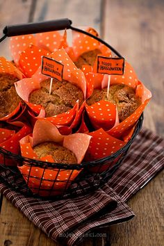 Babeczki z dynią i posypką cukrową http://www.mojewypieki.com/przepis/babeczki-z-dynia-i-posypka-cukrowa